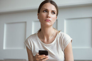 マッチングアプリでline交換後すぐ退会の女性は怖い!安全な仕方は?